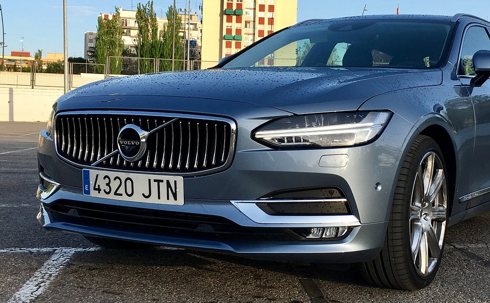 Volvo Cars Will Soon 'Warn' Each Other Of Hazards