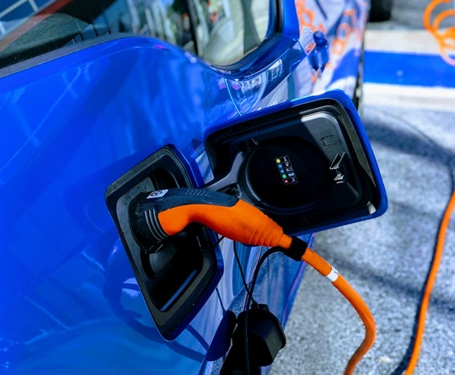 "EV Drivers Must Have ""The Right"" To Charge, Says Automotive Industry"