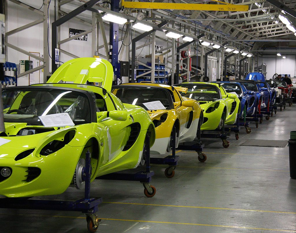 A 'No-Deal' Brexit Would Cost The UK Car Industry £40 BILLION By 2024